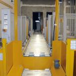 foerdertechnik-palettenundstapelfordertechnik-aufgaberollenforderermithubbuhnekonturenkontrolleundwiegeeinrichtung