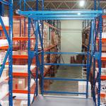 lagertechnik-breitfachregale-palettenaufgabestationmitklappbugel