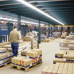 lagertechnik-lagerundkommisionierbuhnen-komlagerbuhnemitsichtaufdieschnelldreherausdempalettenregalmitgefallerollenbahnen